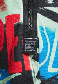 Nike Performance - DNA SHORT CITY EXPLORATION SERIES - Pantaloncini sportivi - enamel green - 6