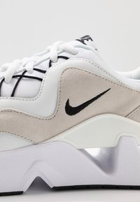 Nike Sportswear - RYZ - Sneakersy niskie - white/black/summit white/phantom - 2