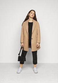 Dorothy Perkins Curve - MINIMAL SHAWL COLLARCROMBIE COAT - Short coat - camel - 1