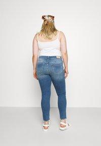 ONLY Carmakoma - CARTARA LIFE  - Jeans Skinny Fit - medium blue - 2