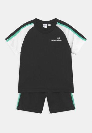 NAMANO SET UNISEX - Sports shorts - anthracite/biscay green