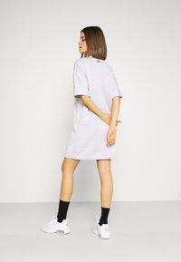 Nike Sportswear - DRESS - Vapaa-ajan mekko - platinum tint - 2
