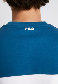 Fila - STRAIGHT BLOCKED CREW - Sweatshirt - black/maroccan blue/bright white - 3
