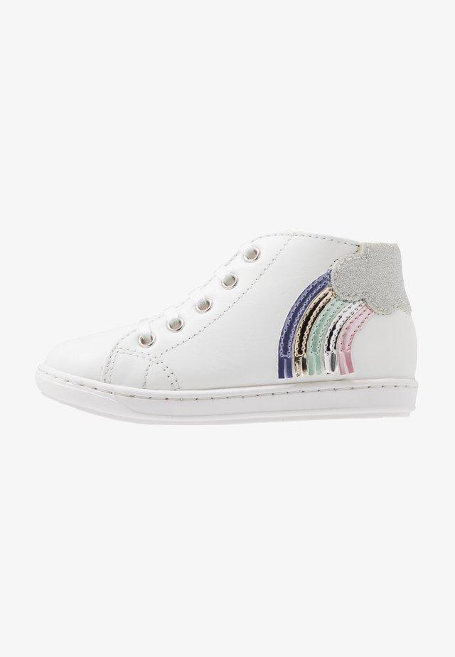 BOUBA CLOUD - Chaussures premiers pas - white/opale multicolor