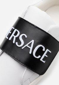 Versace - FASCIA RICAMO  - Tenisky - white/black - 5