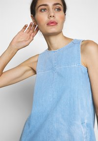 Neuw - KATE DRESS - Denim dress - vintage blue - 3