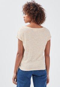 BONOBO Jeans - Print T-shirt - jaune - 2