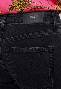 Vero Moda - VMSARA RELAXED - Relaxed fit jeans - black - 3