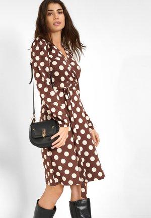 MIT PUNKTEN - Day dress - kastanienbraun
