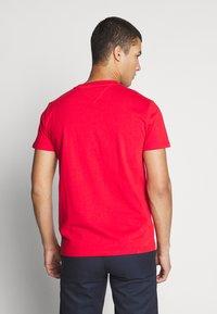 Tommy Jeans - BADGE TEE  - T-shirt basic - deep crimson - 2