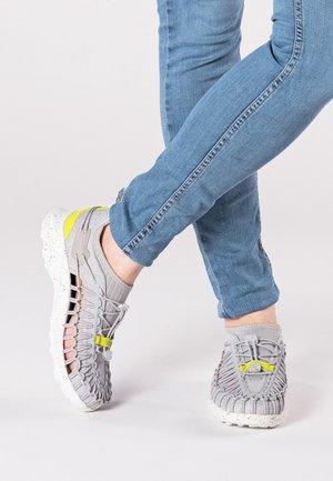 UNEEK SNK - Walking sandals - vapor/evening primrose