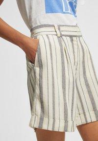 comma casual identity - Shorts - white woven stripes - 2