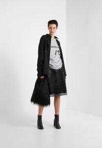 MM6 Maison Margiela - T-shirt imprimé - grey melange - 1