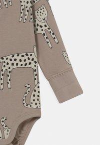 Lindex - SNOW LEOPARD WRAP SET UNISEX - Leggings - Trousers - beige - 2