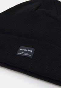 Jack & Jones - JACBEANIE & GLOVE GIFTBOX SET - Beanie - black - 4