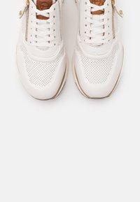 Tamaris Pure Relax - LACE UP - Trainers - white/cognac - 5