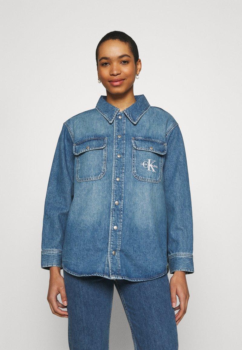 Calvin Klein Jeans - OVERSHIRT - Skjorte - blue