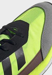 adidas Originals - SL 7200 SHOES - Trainers - black - 7