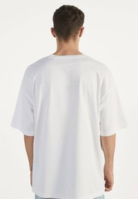 Bershka - Jednoduché triko - white - 2