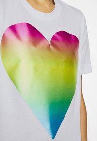 Love Moschino - Triko spotiskem - optical white - 7