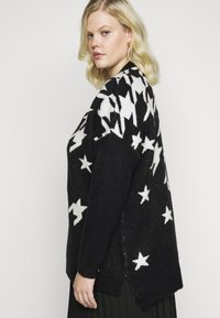 CAPSULE by Simply Be - COSY BOYFRIEND HOUNDSTOOTH STAR JUMPER - Jumper - black/ivory - 3