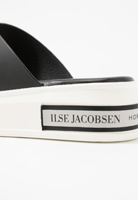 Ilse Jacobsen - DAISY - Pantofle - black - 2