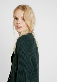 ONLY - ONLBERNICE - Cardigan - green gables/black melange - 3