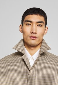 Joseph - FLORENCE HOUNDSTOOTH - Classic coat - camel - 4