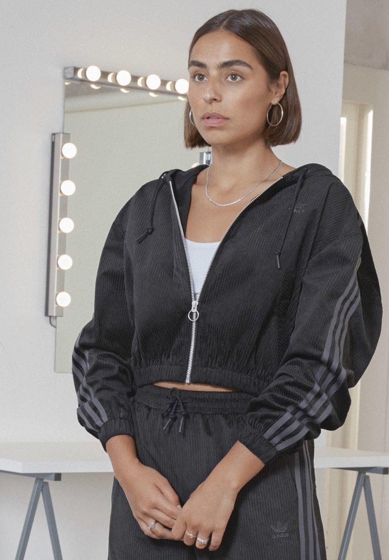 adidas Originals - SPORTS INSPIRED HOODED TRACK TOP - Mikina na zip - black