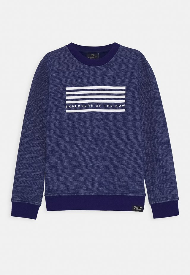 CREW NECK WITH SEASONAL ARTWORKS - Sweatshirts - yinmin blue