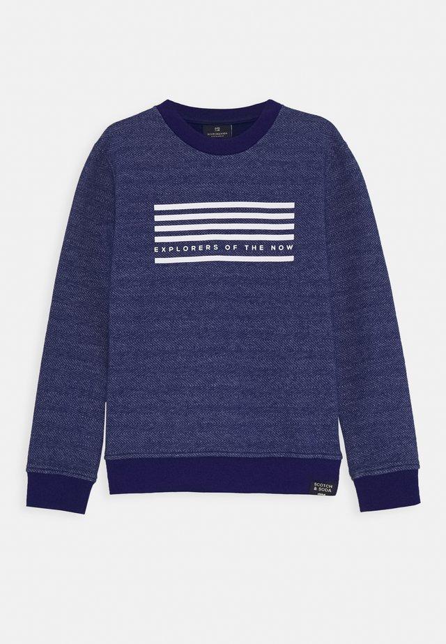CREW NECK WITH SEASONAL ARTWORKS - Sweater - yinmin blue