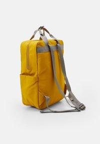 Sandqvist - KNUT UNISEX - Reppu - yellow/grey - 1
