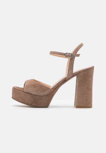VEGARA - Platform sandals - funghi