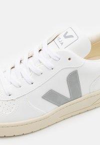 Veja - V-10 - Trainers - white/oxford grey/black - 5