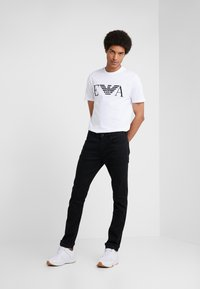 Emporio Armani - Slim fit jeans - denim nero - 1
