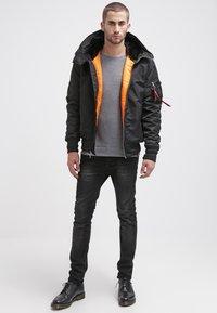Alpha Industries - HOODED STANDART FIT - Light jacket - black - 1