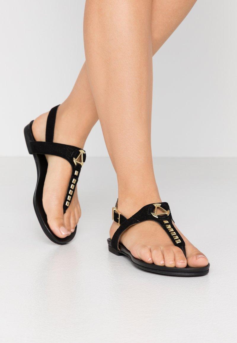 Copenhagen Shoes - JENNA - Sandalias de dedo - black