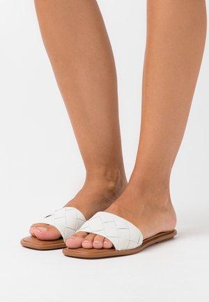 VAYDDA - Pantofle - white