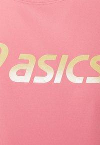 ASICS - SAKURA  - T-shirt con stampa - peach petal - 2