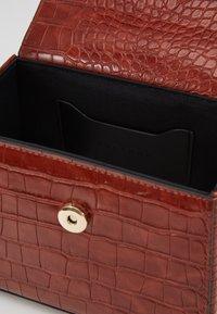 Topshop - GURU BOX GRAB - Bolso de mano - rust - 4