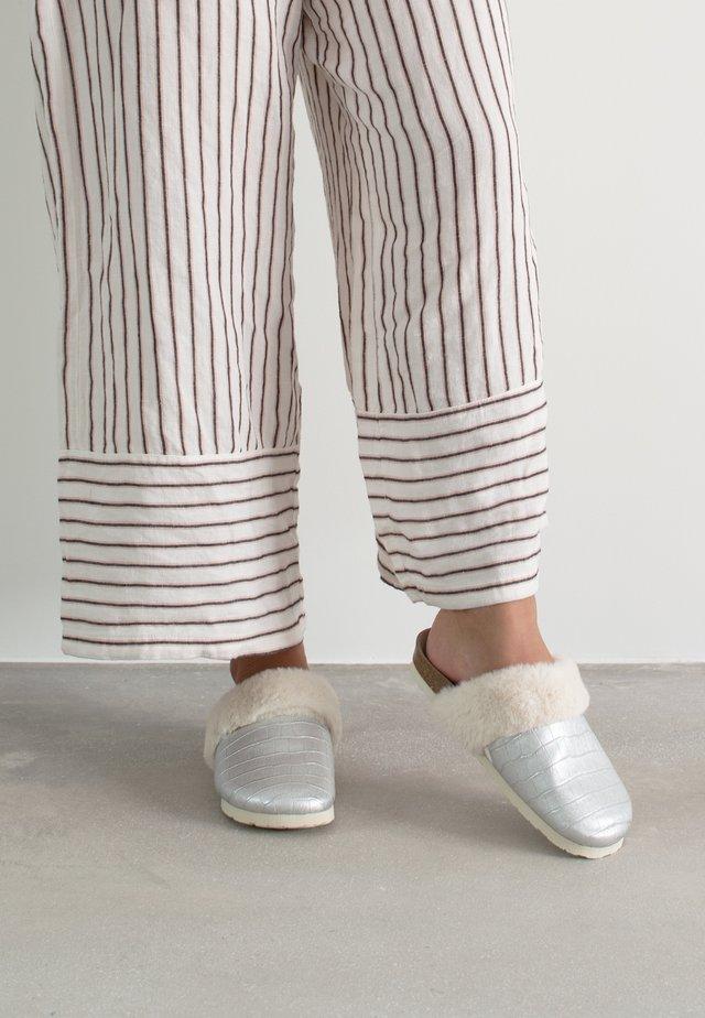 RENO COCO - Pantofole - silber