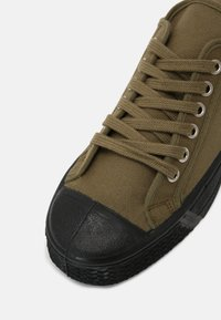 US Rubber Company - MILITARY TOP UNISEX - Trainers - khaki - 6