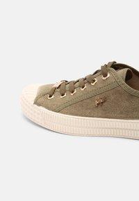 Mexx - GAVI - Sneakersy niskie - khaki - 5