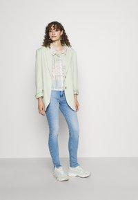 Tommy Jeans - SYLVIA - Jeans Skinny Fit - denim light - 1