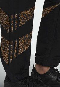 adidas Originals - SHARK  - Pantaloni sportivi - black - 3