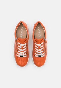 Caprice - LACE UP - Sneakers laag - orange - 5