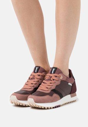 SELVA - Trainers - rosa oscuro