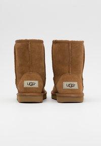 UGG - CLASSIC II - Korte laarzen - chestnut - 2