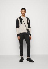 Neil Barrett - SUPER REGULAR RISE  - Jeans Skinny - black - 1