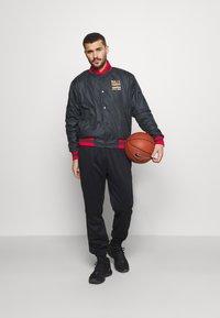 Nike Performance - NBA CHICAGO BULLS CITY EDITION JACKET - Verryttelytakki - anthracite - 1
